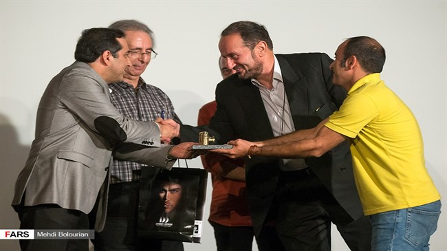 Iran newspaper receives Press Photographer of the Year Award