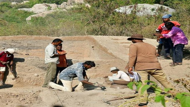 University students uncover neolithic site in India
