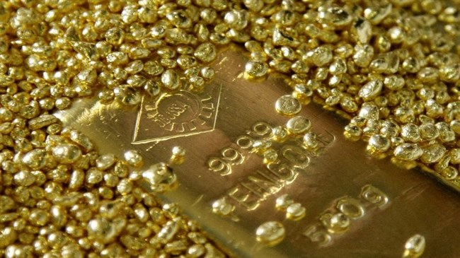 Gold hovers near eight-year high as second coronavirus wave fears mount