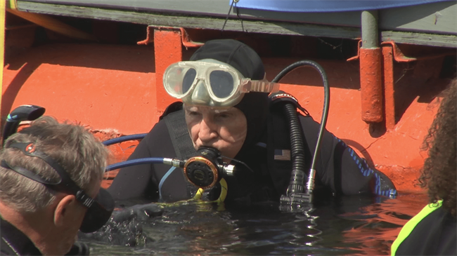 100-year-old man goes scuba diving for world record in US