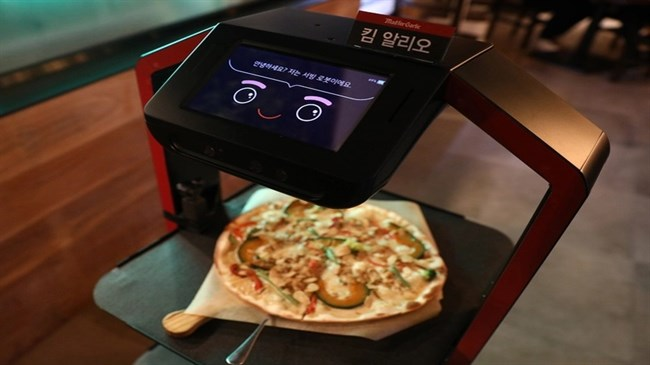AI robot serves customers at Seoul restaurant