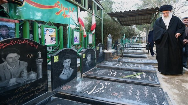 Memories of Iran's martyrs to inspire future generations: Leader