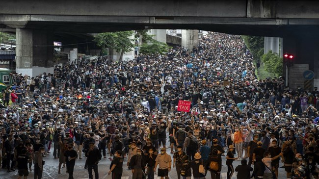 Transit shutdowns fail to deter Thai pro-democracy protests