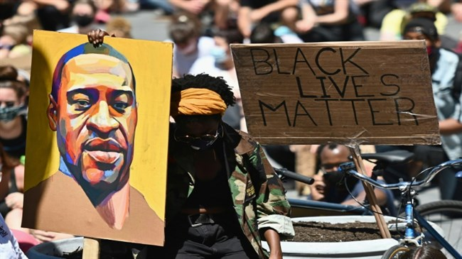 Rate of fatal US police shootings of unarmed black people 'three times higher than for whites'