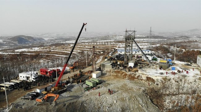 Experts: 15 more days to reach trapped China mine workers
